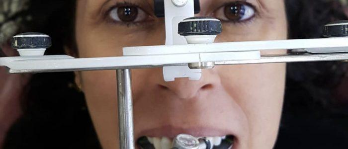 Dispositivo que auxilia no diagnóstico da dos contatos oclusais